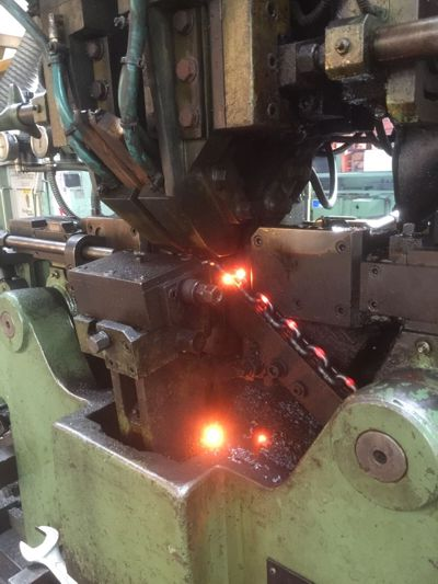 Maggi chain welding the links