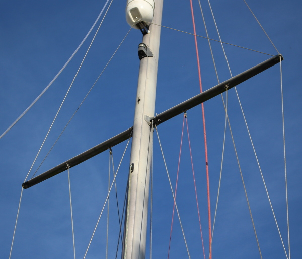 Yacht mast in situ
