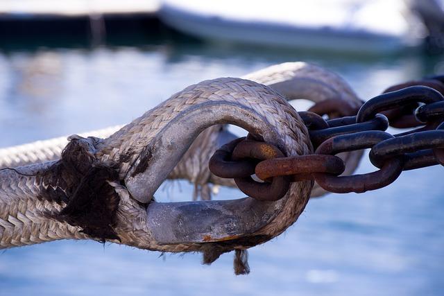 Rusty chain around thimble eye splice