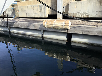https://jimmygreen.com/img/cms/Mooring/Fenders/Plastimo dock fender in situ for bow defence.